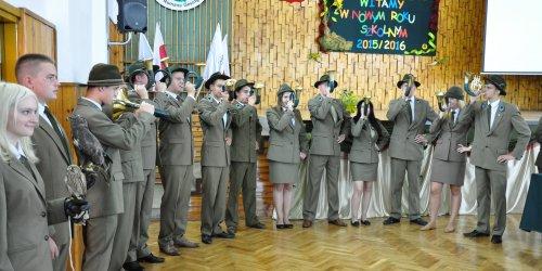 2015-09-01 Inauguracja roku szkolnego 2015/2016 szkół prowadzonych  przez Ministra Środowiska w Zespole Szkól Leśnych w Zagnańsku